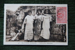 MADAGASCAR - MAJUNGA ( Mahabido ) - Belles Filles Sakalava - Madagascar