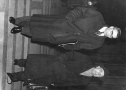 """Photo  De Presse -  AFFAIRE DES """" FUITES """" . JEAN MONS  Et Son Avocat Maitre  DIDIER   """" Texte"""" - Geïdentificeerde Personen"""