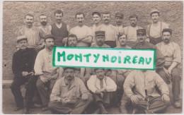 Calvados :  FALAISE  :  Soldat Devant La  Caserne   Dumont  D '  Urville  1915 - Falaise
