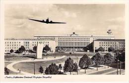 DEUTCHLAND Allemagne - BERLIN : Luftbrücken Denkmal Flughafen Tempelhof - CPSM - Airport Aeroport Luchthaven Aeroporto - Tempelhof