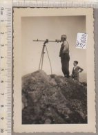 PO2362D# FOTOGRAFIA OSSERVATORI CON CANNOCCHIALE ASTRONOMICO Anni '50 - Oggetti