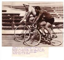 Photo De Presse  Les Cyclistes Maspes Et Gairdoni (à Rome)  (D.037) - Ciclismo