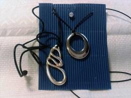 Due Collane Girocollo Cordino Con Ciondolo Metallo Cromato E Orecchino Zircone-Necklace And Earring-Colliers Et Boucles - Gioielli & Orologeria