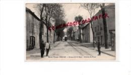 87 - BELLAC -  AVENUE DE LA GARE   ARRIVEE DU TRAM   TRAMWAY - Bellac