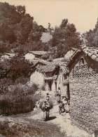 PHOTO 110715 - ALGERIE - KABYLIE Un Village  Et Ses Villageois - Fin XIXe Siècle - Altri