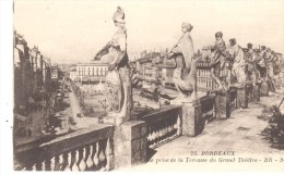 POSTAL    BORDEAUX (BURDEOS)  -FRANCIA  - VISTA DE LA CALLE DESDE LA TERRAZA DEL GRAN TEATRO (RUE PRISE TERRASSE GRAND T - Bordeaux