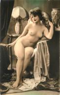 Nu - Carte Photo - Décor Art Nouveau Déco - Femmes Seins Nus - Lampe & Voile - Thème Nue Nude érotique érotisme - Desnudos Adultos (< 1960)
