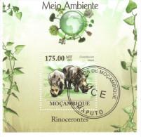 Bloc Feuillet Oblitéré N° 255  Rhinoceros - Mozambique