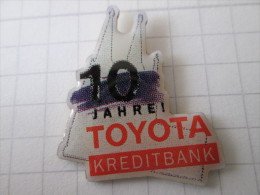 Toyota Pin Ansteckknopf 10 Jahre Toyota Kreditbank - Toyota