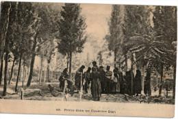 Carte Postale Ancienne De GRECE - PRIERE DANS UN CIMETIERE GREC - Grecia