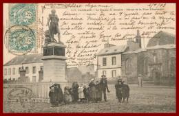 ** Carhaix    Le Champ De Bataille    Karten Bost   - Scan Recto Et Verso - Carhaix-Plouguer