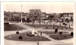 SAINT-QUENTIN: Place Du Monument Et Cathédrale - Saint Quentin