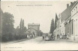 BOUCHOUT - GARE ET RUE DE LA STATION - Bahnhöfe Ohne Züge