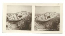 Stereo : Après 1900  Tanck Boche échoué Dans Une Tranchée - Stereoscopic