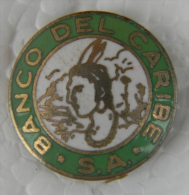 PIN-31 CUBA HISTORICAL PIN BANCO DEL CARIBE. - Badges