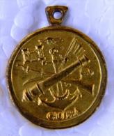 PIN-32 CUBA MEDAL OF 14 SEPT. MINIATURA - Badges