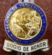 PIN-39 CUBA HISTORICAL PIN SOCIO HONOR UNION VENDEDORES. - Badges