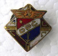 PIN-4 CUBA HISTORICAL PIN. COLEGIO D-P-C. SCHOOL - Badges