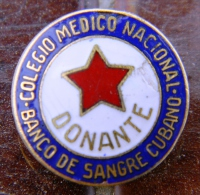 PIN-41 CUBA HISTORICAL PIN COLEGIO DE  MEDICOS. DONANTES. MEDICINE - Badges