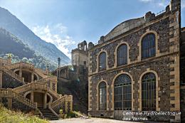 Centrale Hydroélectrique Des Vernes , Livet-et-Gavet , Isère  -  Une Photo Reproduit Carte Postale  10x15 Cm. - Bâtiments & Architecture