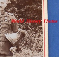 Photo Ancienne CDV - Portrait Extérieur Militaire Jules HAUDRICOURT - Médaille & Casque - Ex Soldat De Napoléon ? - Guerre, Militaire