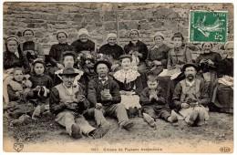 VDC 1967. Groupe De Paysans Aveyronnais (très Animée) Au Verso T à D : BERTHOLENE  AVEYRON - 24.6.10 - France