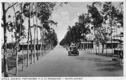 57Pt   Mozambique Moçambique Manjacase Avenida Principal Tacot (vue Pas Courante) - Mozambique