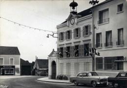 77 REBAIS  La Mairie Cpsm  Automobiles,2CV,Ford,404 - Rebais