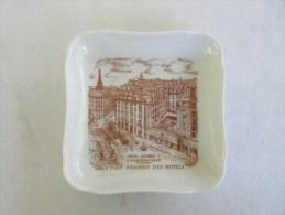 Cendrier Ashtray Aschenbecher (porcelaine Limoges) Hotel GEORGE V,  Voir see Description.