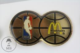 NBA Basketball & MC Donalds Advertising Pin Badge #PLS - Baloncesto