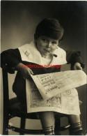 CPA De 1909-enfant Qui Fume Et Lit Lejournal-envoi De Léonie Gilot à La Famille Eugène Debray Menuisier à Bru - Portraits