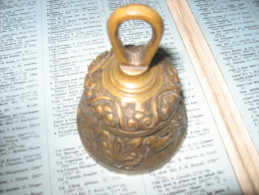 Ancienne PETITE CLOCHE EN BRONZE - Bells