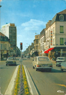 03  MONTLUCON  -  Rue   De LA REPUBLIQUE  , ( Voiture Wolsvagen  Coupé ) - Montlucon