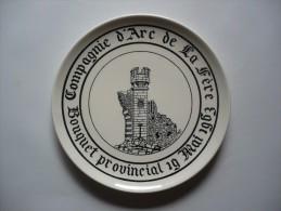 ASSIETTE BOUQUET PROVINCIAL DE LA FERE (02) 19 MAI 1963 - Compagnie D'arc - Tiro Al Arco