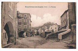 83 - CPA - ROQUEBRUNE-SUR-ARGENS - LA FONTAINE Et Place - Roquebrune-sur-Argens