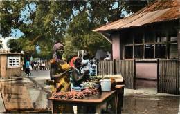 Pays Divers- Afrique -ref D800- Republique Centrafricaine -bangui - Le Marché Central - Carte Bon Etat  - - Centrafricaine (République)