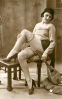 Nu - Serie De 5 Cartes Photos - Femme En Dessous Legers - Mandoline Sous Vetement - Nue Nude érotisme érotique Seins Nus - Desnudos Adultos (< 1960)