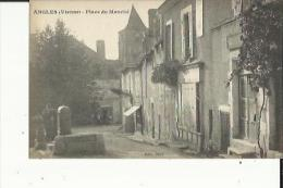 Angles  86    La Place Du Marché-Animée Et La Pompe A Eau Et Epicerie - France