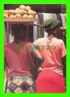 BANJUL, GAMBIE - THE GAMBIA - WOMEN WITH MANGOES ALBERT MARKET - WRITTEN - JULIA KERR, PHOTO - DIMENSION 13X18 Cm - - Gambie