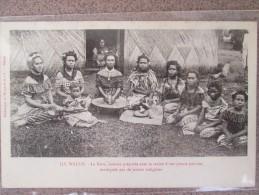 ILES WALLIS LE KAVA BOISSON PREPARE AVEC LA RACINE D UNE PLANTE POIVREE DOS 1900 - Wallis Et Futuna