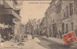 55-VAUCOULEURS-Rue Jeanne D'Arc  1914  Animé (pelurage) - Sonstige Gemeinden
