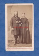 Photo Ancienne CDV Vers 1880 - Le LOCLE Neuchatel Suisse - Portrait Couple De La Commune - Photographie Guinand Gartheis - Oud (voor 1900)