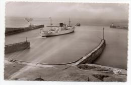 "DIEPPE--1953-Bateau Bananier ""Fort Dauphin"" Quittant Le Port ,cpsm 14 X 9  N°25  éd  Artaud....à Saisir - Dieppe"