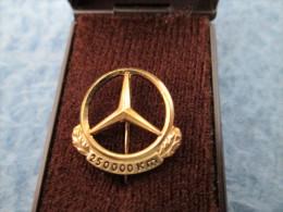 Mercedes Benz Daimler 250 000 Km Anstecknadel Gold Or 835 - Mercedes