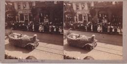 Vieille Photo Stereoscopique Calais Fete De La Dentelle 1921 Voiture Cabriolet Entierement Fleurie Huitrerie Calaisienne - Stereoscopic
