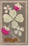 Bonne Année Gaufrée - 1910 - Trèfles Blancs Et Fleurs Roses Sur Fond Gris Taupe - Año Nuevo