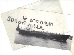 """photo bateau navire identifi� """" KOMTUR"""" monfred preukschat k g 1974 LA BOUILLE  ALLEMAGNE"""