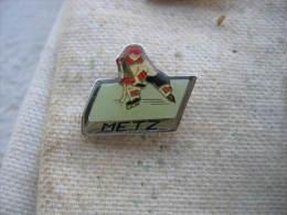 Pin´s Du Hockey Club De La Ville De METZ, Patinoire De La Ville - Patinage Artistique