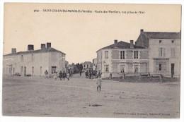 SAINT-CYR-EN-TALMONDAIS. - Route Des Moutiers, Vue Prise De L'Est. Carte Très Rare - Autres Communes