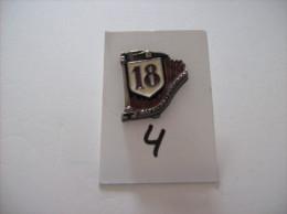 """PIN´S -   SAPEURS POMPIERS   """" 18 """"   - Voir Photo ( 4 ) - Feuerwehr"""